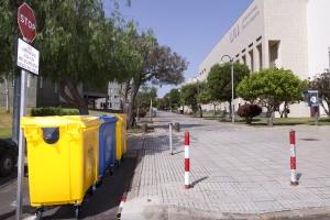 Contenedores de reciclaje en el Campus de Guajara